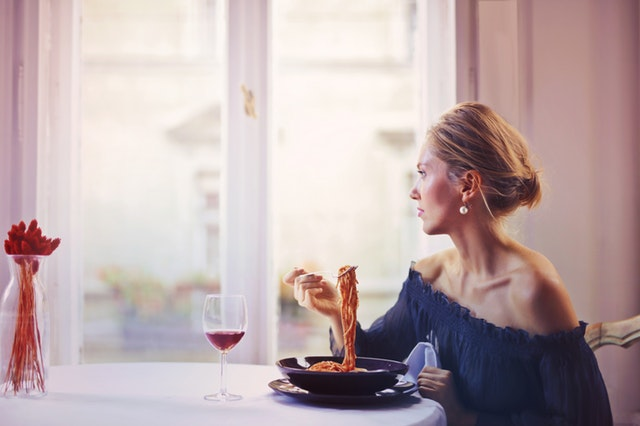 10 astuces (efficaces) pour gérer votre peur de manger en public
